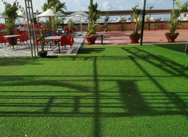 Thảm cỏ nhân tạo cao cấp có khả năng chịu ma sát cao trên bề mặt