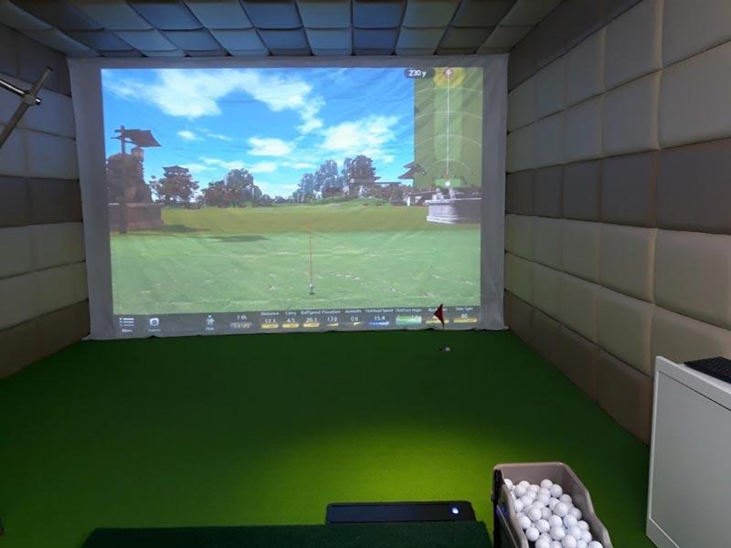 Phòng tập golf tại khách sạn cũng được yêu thích
