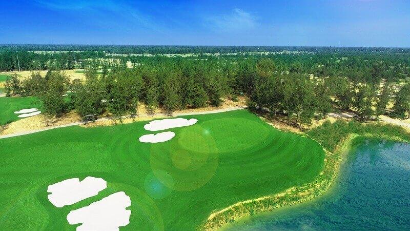 Sân golf Hội An được coi là vị trí đắc địa vì nằm giữa hai khu di sản lớn của thế giới