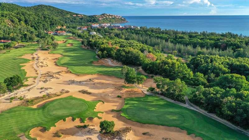Sân golf Laguna nằm trong tổ hợp nghỉ dưỡng Laguna Lăng Cô, Huế