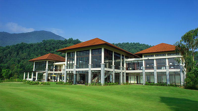 Cảnh quan đa dạng chính là một trong những ưu điểm cực kỳ nổi bật của sân golf này
