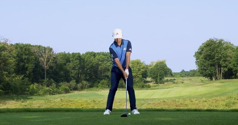 Sân golf có đủ không gian để người chơi luyện tập thoải mái