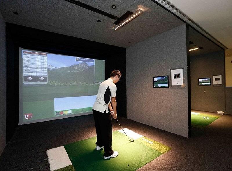 Phòng golf 3D của GolfHomes lắp đặt cho người chơi cảm giác chân thực như ở sân ngoài trời