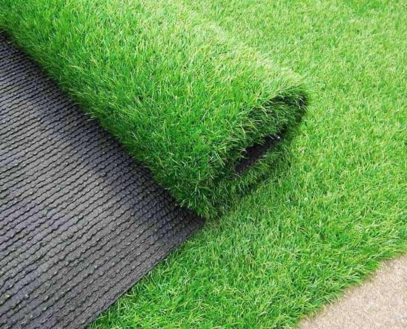 Chất liệu PC cao cấp đem lại độ bền vượt thời gian cho thảm cỏ này