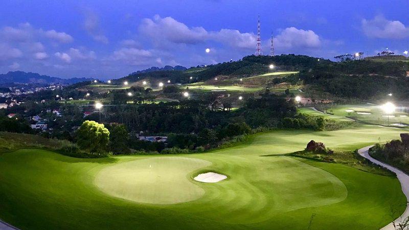 Việc thiết kế chiếu sáng sân golf mới được đề cập đến từ năm 1996