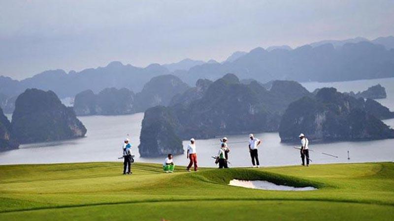 Giá sân golf FLC Hạ Long từ 2 triệu VNĐ