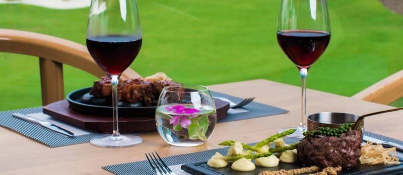 Thưởng thức món ăn ngon ngay trong khuôn viên sân golf