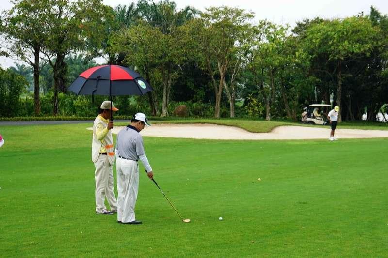 Lượng khách đổ về đây mỗi năm đủ chứng minh uy tín của sân golf này