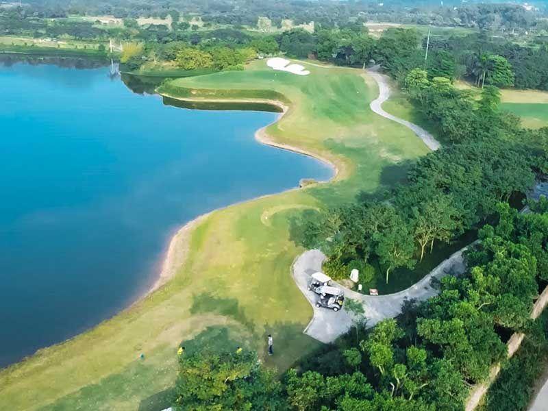 Rất đẹp về địa thế, lại thường xuyên ưu đãi, Minh Trí Golf Club rất hút khách