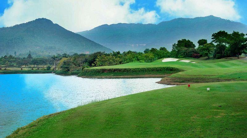 Khung cảnh phi giới hạn nhìn từ sân golf