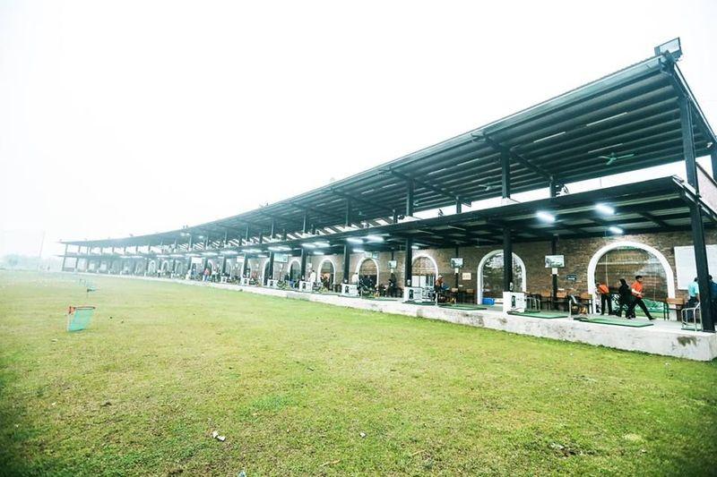 Sân tập golf Hà Đông hiện nay là một trong những điểm vui chơi đẹp mắt nhất tại nội thành Hà Nội.