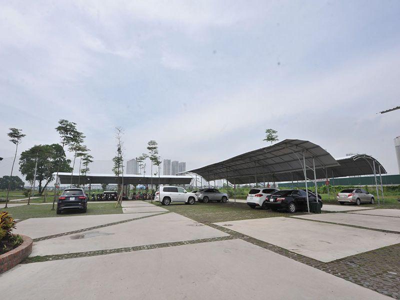 Bãi đỗ xe tại sân tập golf Hà Đông có sức chứa hàng trăm chiếc