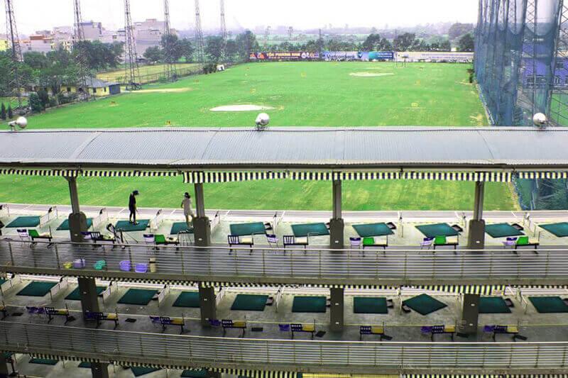 Sân tập golf với không gian cho golfer tập luyện