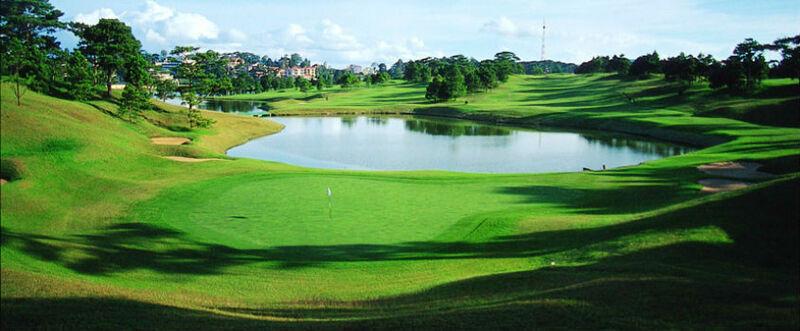 """Sân golf Đà Lạt nằm ngay trung tâm """"thành phố ngàn hoa"""""""