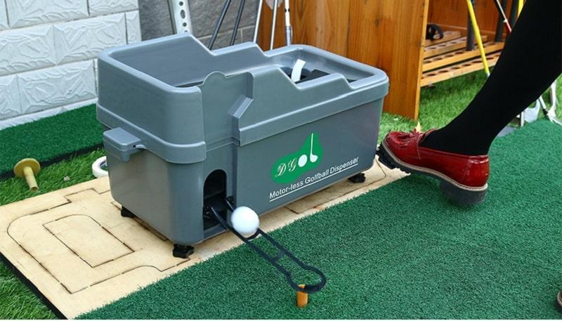 Máy đặt bóng bán tự động trong phòng tập golf 3D