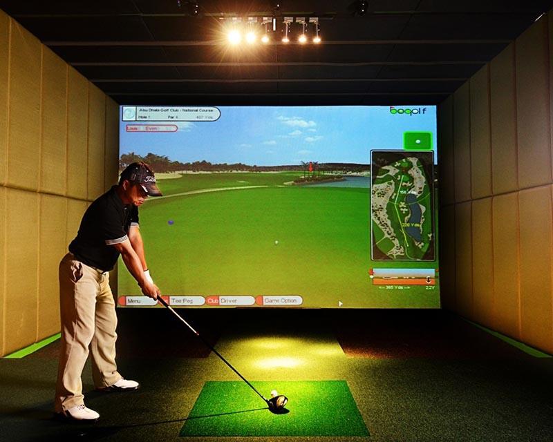 Màn hình chiếu hiển thị hình ảnh sân golf