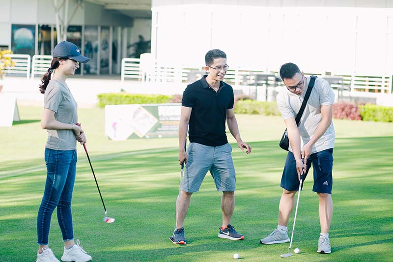 Chơi golf ở sân golf Montgomerie Links với chi phí hợp lý