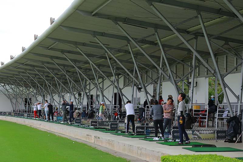Sân tập golf đạt chuẩn rộng lớn