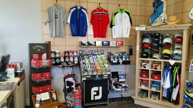 Khu vực Pro-shop trưng bày sản phẩm golf đa dạng