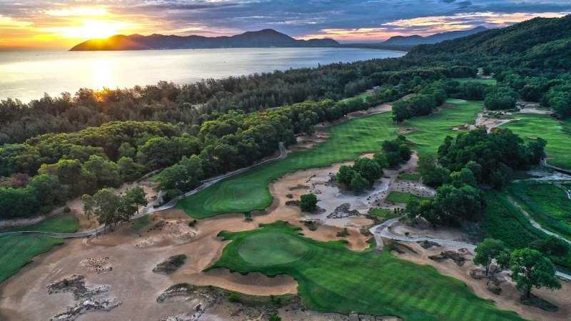 Laguna Golf được thiết kế bởi Sir Nick Faldo