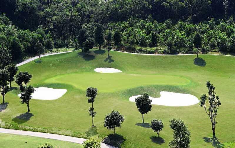 Có thể nói, địa thế tự nhiên của vùng núi Hòa Bình như được sinh ra để làm sân golf