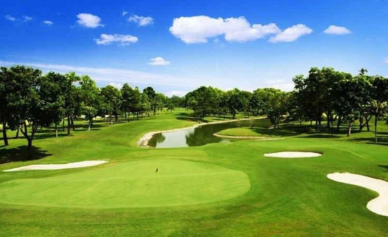 Vẻ đẹp hài hòa của khung cảnh quanh sân golf