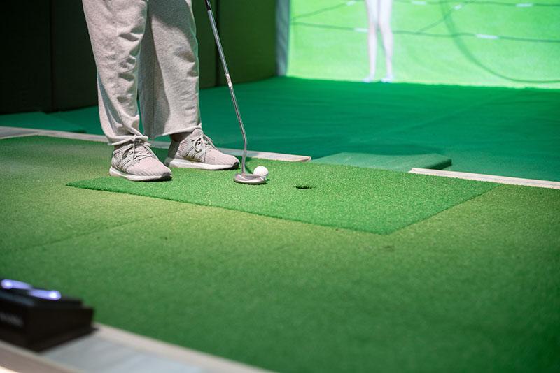 Sân tập golf trong nhà đơn giản mà thuận tiện