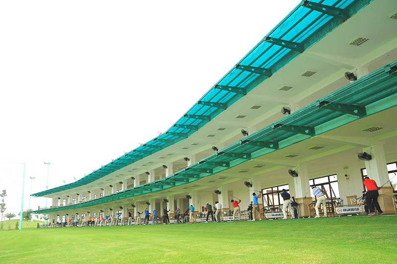 Một sân tập golf đạt chuẩn với thiết kế hiện đại