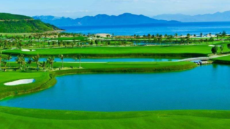 Vinpearl Golf Nha Trang mang là sự kết hợp hài hòa giữ thiên nhiên và bàn tay con người