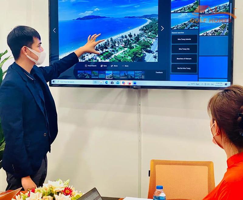 Ông Tuấn Anh - Đại diện Golfhomes trình bày kế hoạch phát triển hệ thống chuỗi phòng Golf 3D công nghệ cao
