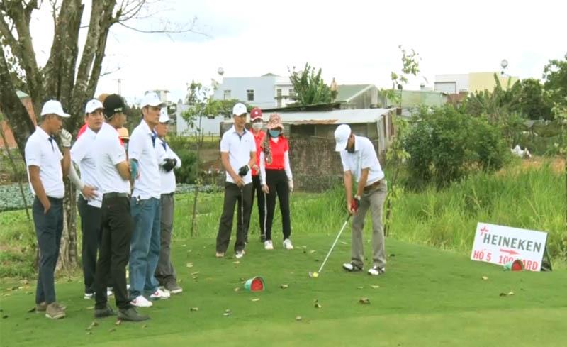 Sân golf Gia Lai nằm ở hẻm 479 đường Lý Thái Tổ, phường Thống Nhất, thành phố Pleiku