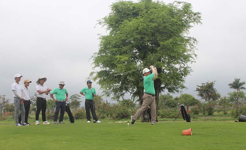 Hiện nay, mức giá cụ thể cho từng dịch vụ của sân golf Gia Lai chưa được niêm yết công khai