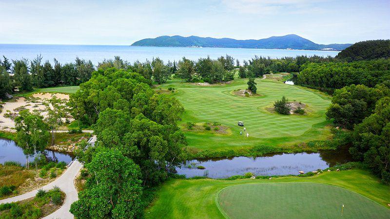 Không gian thiên nhiên hoàn hảo chính là lợi thế đặc biệt của sân golf này