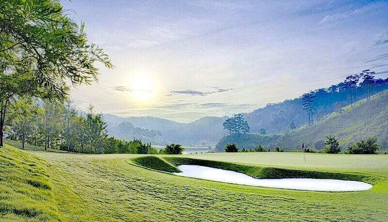 Sân golf Sam Tuyền Lâm tọa lạc tại phân khu chức năng 7 & 8 (Thành phố Đà Lạt - Lâm Đồng)