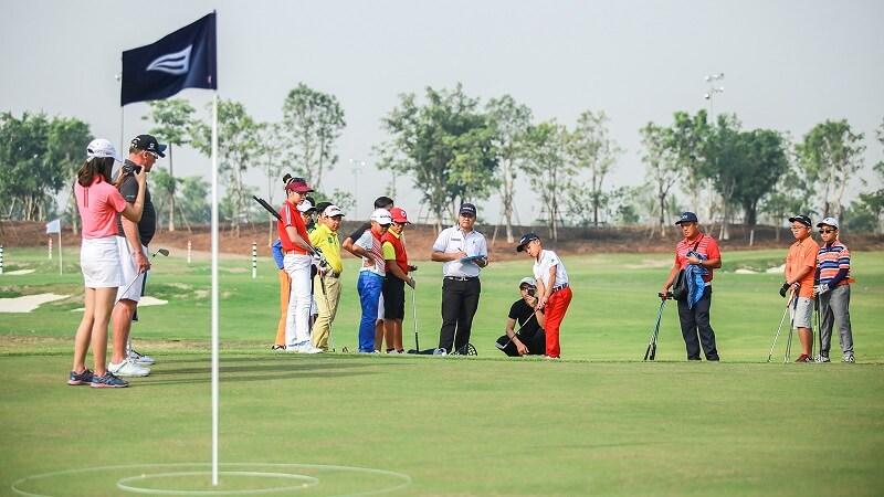 Ban quản lý sân golf còn mở dịch vụ tham quan quần thể Sam Tuyền Lâm Golf Club - Resort