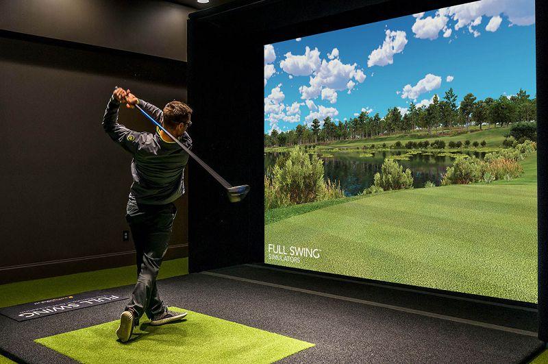 Sân golf mô phỏng thế giới bên ngoài qua màn hình 3D