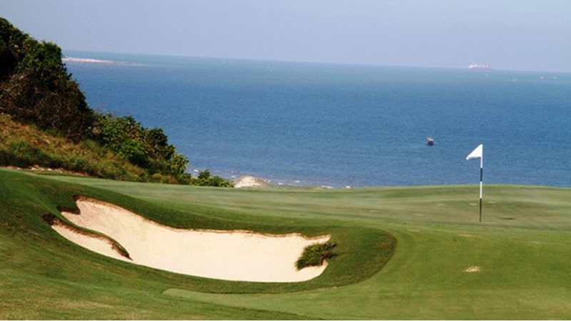 Sân golf Vũng Tàu có hướng nhìn ra biển