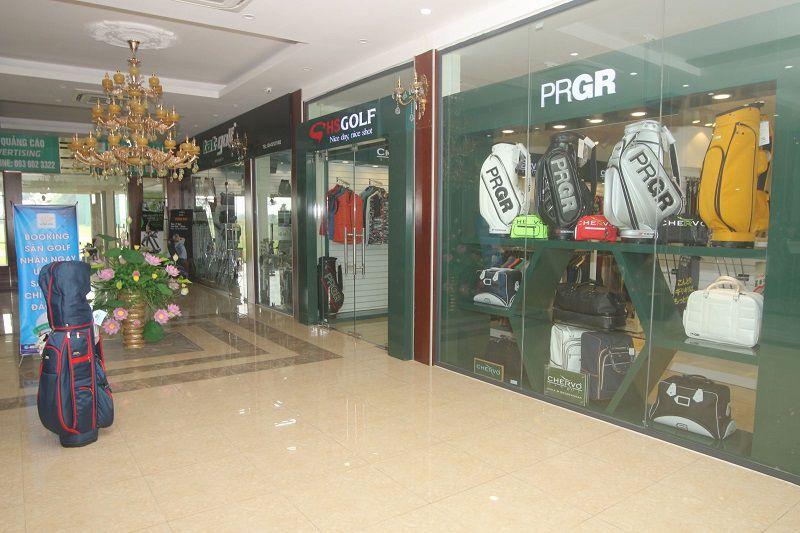 Khu pro-shop cung cấp nhiều mặt hàng đến từ các thương hiệu nổi tiếng