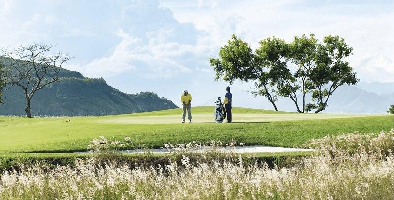 Sân golf Vinpearl Gia Lâm có vị trí đắc địa, thuận tiện di chuyển