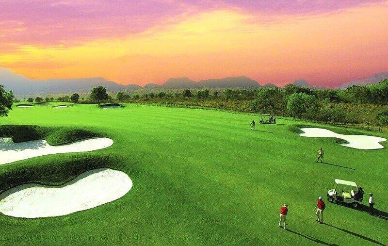 Sân golf Móng Cái ven biển Trà Cổ tạo không gian thoáng đãng, mát mẻ