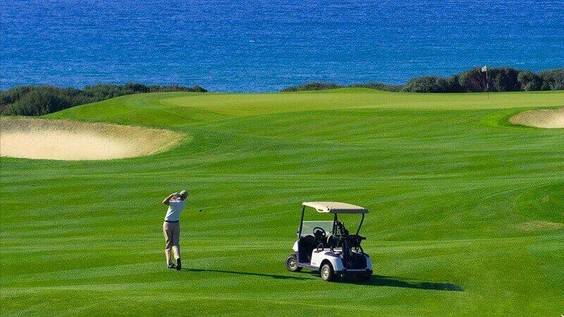 Sân golf cung cấp nhiều dịch vụ tiện nghi và đằng cấp