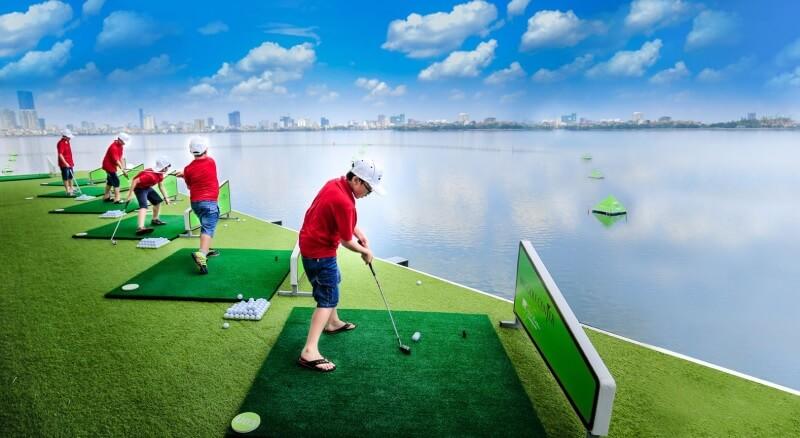 Sân golf có diện tích rộng với các điểm phát bóng trải dài trên 3ha