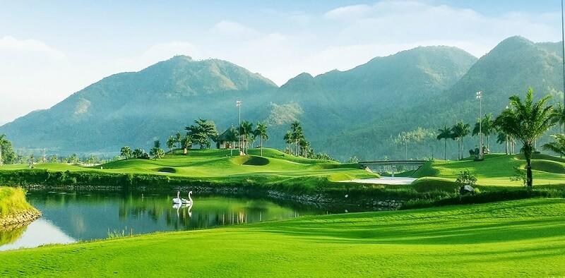 Sân golf Diamond Bay Nha Trang và bảng giá cập nhật mới nhất