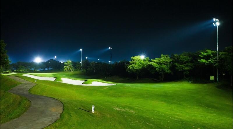 Hệ thống đèn chiếu sáng ban đêm là điểm đặc biệt của Hà Nội Golf Club