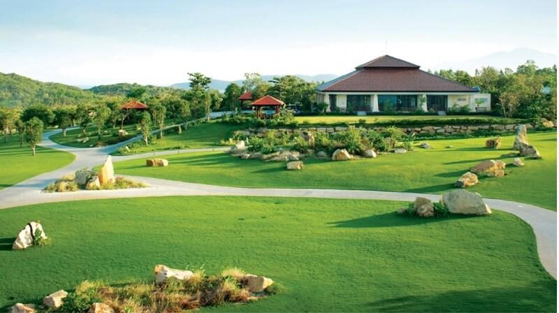 Vinpear Golf Hòn Tre là sân golf được xây dựng đầu tiên thuộc hệ thống sân golf do VinGroup làm chủ đầu tư